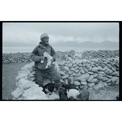 楊延康 (Yang Yankang)作品 -喂羊的老人 西藏2010
