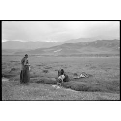 楊延康 (Yang Yankang)作品 - 香浪节为师父擦洗身子的小僧人 四川2005