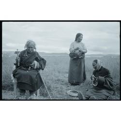 楊延康 (Yang Yankang)作品 - 草原上的三位妇女 四川200