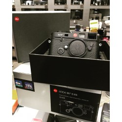 Leica M7 0.85 film camera black (Brand New)