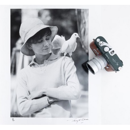 "Leica MP ""Terry O'Neill"" Set (MP Film camera + Summilux-M 50/1.4 ASPH + print)"