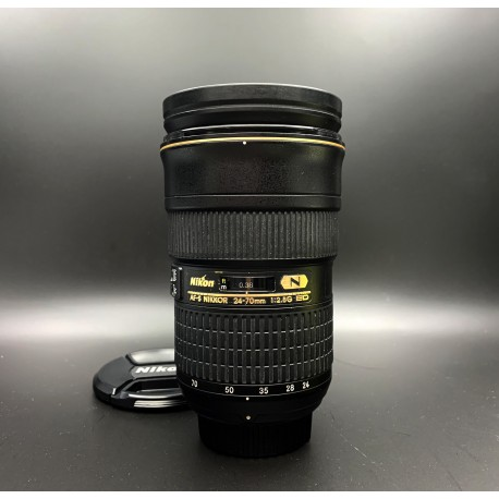 Nikon AF-S Nikkor 24-70mm F/2.8G ED