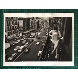 Certificate of Authenticity - Man Eating Dinner in New York's Chinatown (Chien-Chi Chang) signed